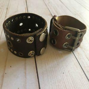 Set of 2 leather bracelets